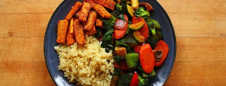 Buddha Bowl Quinoa , tofu grillé et légumes