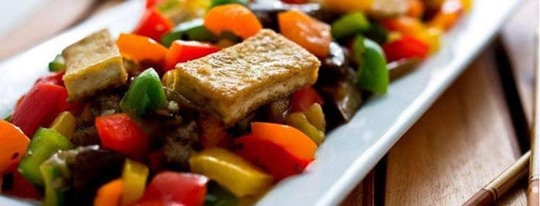 Wok de tofu aux légumes d'été