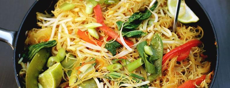 Vermicelles de riz aux pousses de soja et légumes