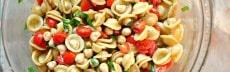 Salade végétarienne tomates pois chiches basilic