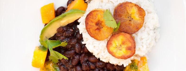 Recette Riz coco, haricots noirs, plantains et salsa à la mangue