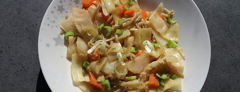 Nouilles sautées aux choux et carottes