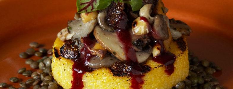 Recette végétarienne - Polenta et lentilles, champignons  et noisettes