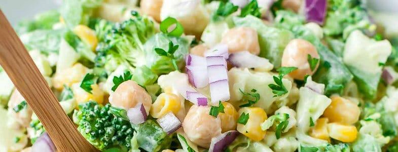 Recette végétarienne – Salade de brocolis sauce crémeuse à l'avocat