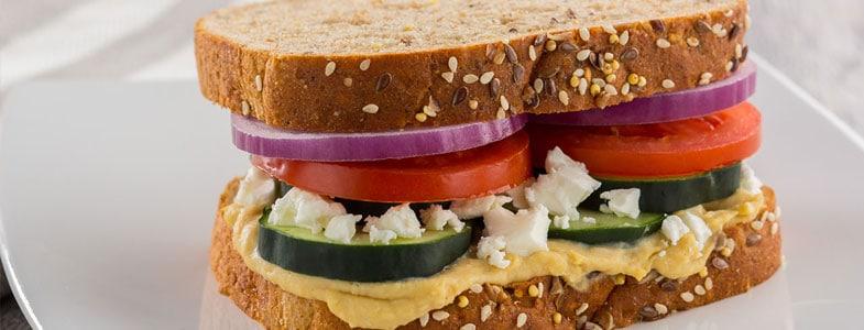 Recette végétarienne – Sandwich grec à l'houmous