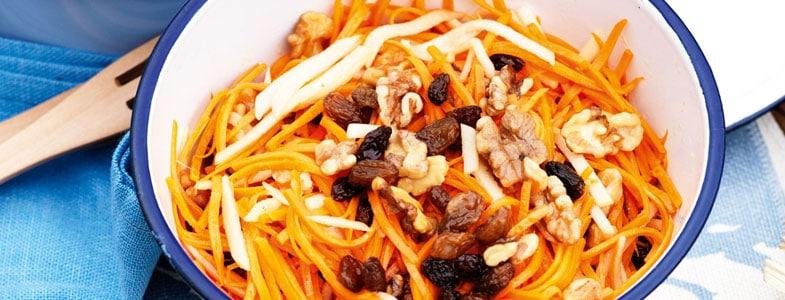 Salade carottes, pommes, raisins et noix