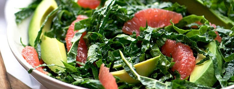 Salade pamplemousse, avocat et kale