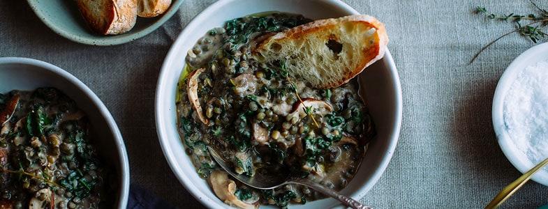 Recette végétarienne – Lentilles crémeuses, champignons et kale