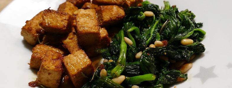 Tofu grillé et épinards