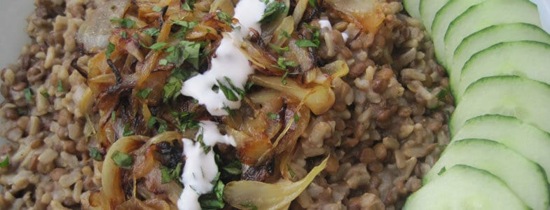 Pilaf de riz aux oignons et lentilles