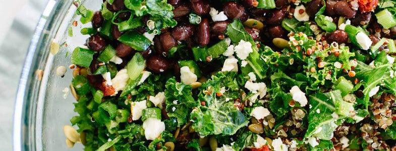 Salade de quinoa, haricots rouges et chou kale