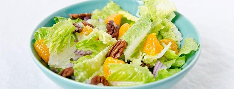 Salade de laitue, orange et noix de pécan