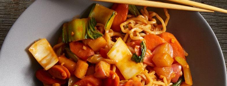Nouilles Lo Mein aux légumes d'hiver