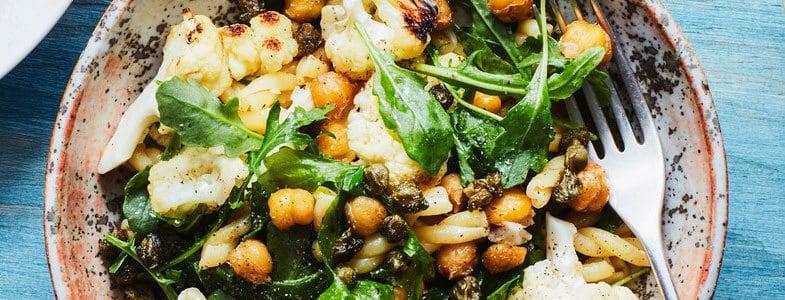 Recette végétarienne – Pâtes au citron, chou-fleur, pois chiches et roquette