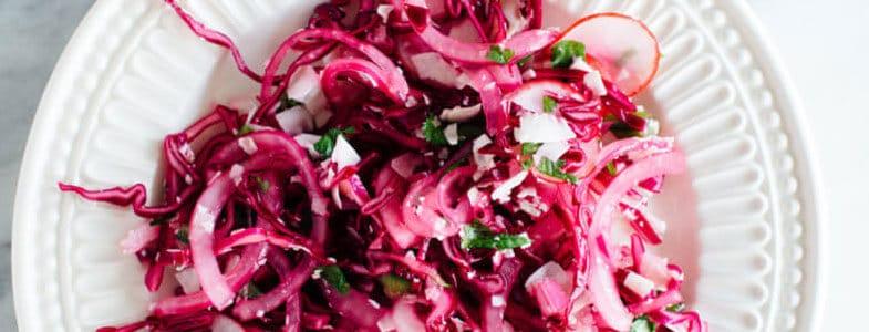 Salade rose à la noix de coco