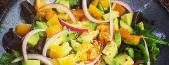 recette végétarienne salade avocat mangue oignon