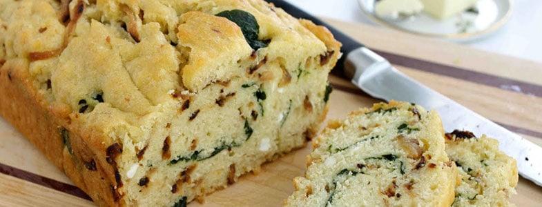 Cake aux épinards et oignons caramélisés
