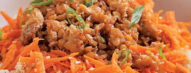 Crumble de tempeh au miel, quinoa et carottes