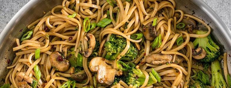 recette vegetarienne nouilles brocoli champignons