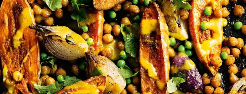 Patates douces grillées, pois chiches et petits pois
