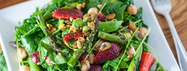Salade de printemps aux fraises et asperges