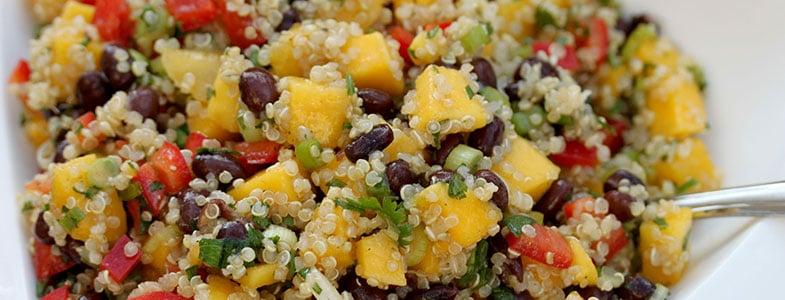 Salade de quinoa, haricots rouges et mangue