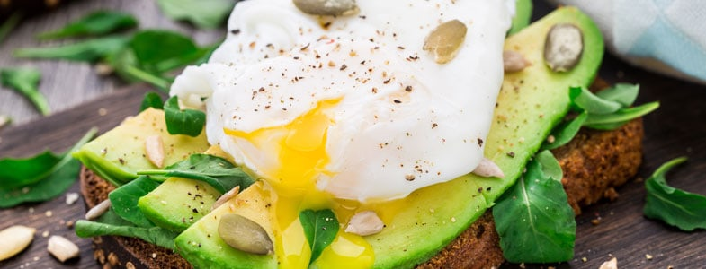 recette végétarienne oeuf mollet avocats toasts