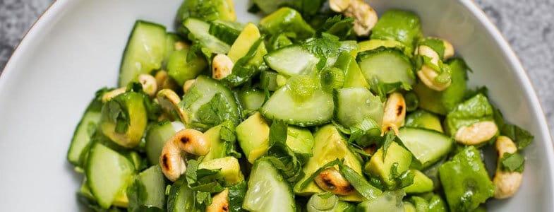 Salade concombre, avocat et noix de cajou