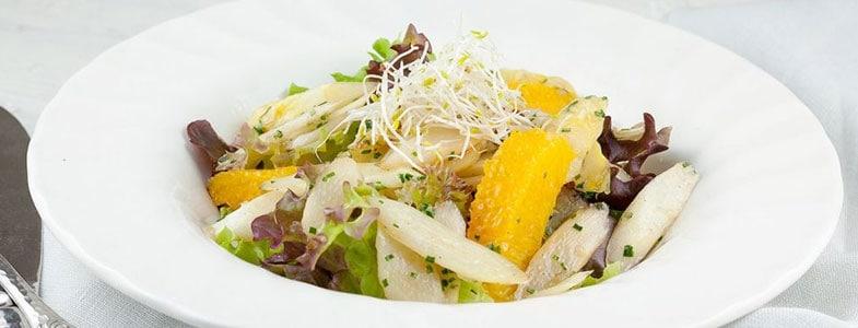 Salade d'asperges, orange et ciboulette