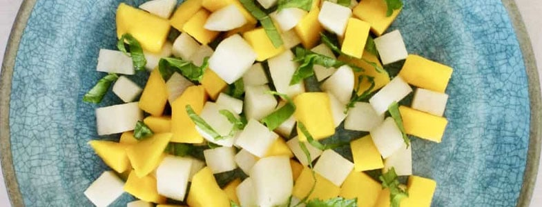 Salade de radis, mangue et menthe