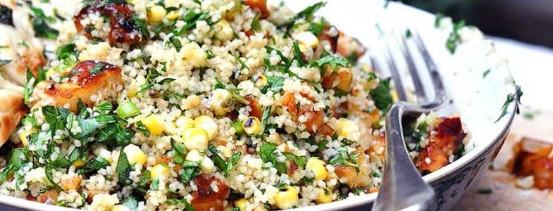 Couscous, halloumi grillé et herbes fraîches