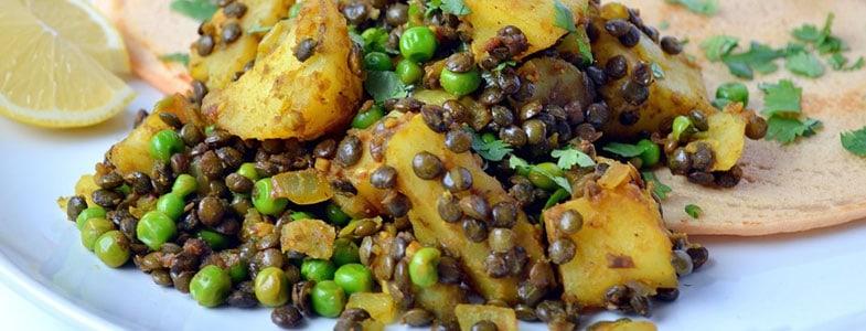 Lentilles au curry, pommes de terre et petits pois