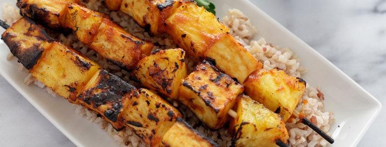 Brochettes de tofu et ananas