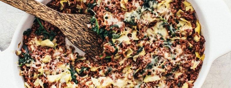 Casserole de riz rouge aux épinards et artichauts