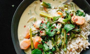 Recette végétarienne – Curry thaï aux légumes printaniers