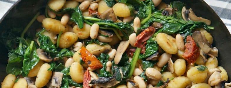 Gnocchis et haricots blancs aux épinards et tomates séchées