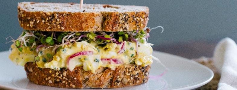 recette-vegetarienne-sandwich-oeufs-radis