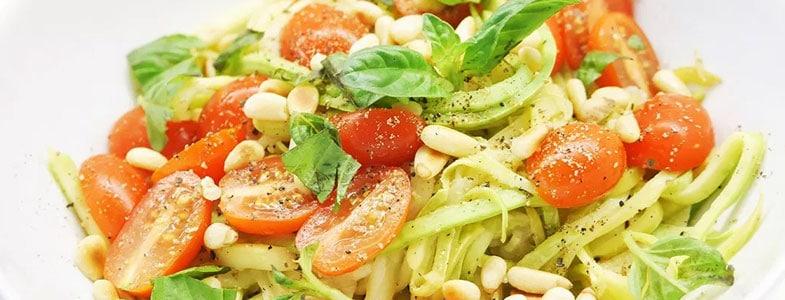 recette-vegetarienne-nouilles-courgette-tomates-pignon