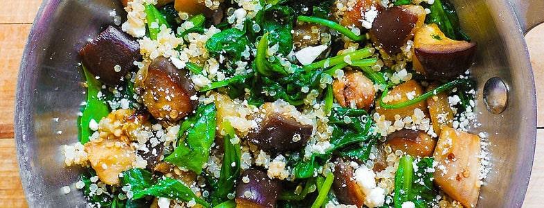 Quinoa, aubergines, épinards et feta