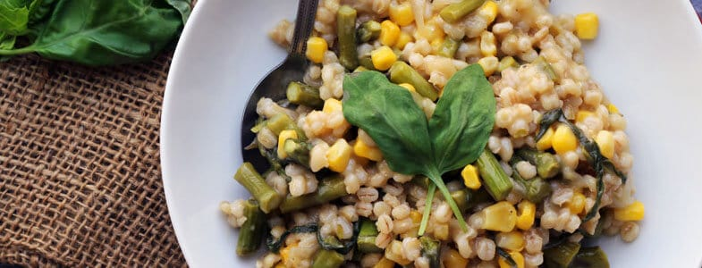 Risotto d'orge aux asperges et maïs