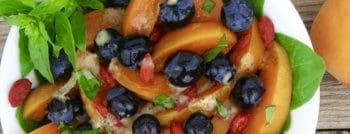 recette-vegetarienne-salade-abricots-myrtilles