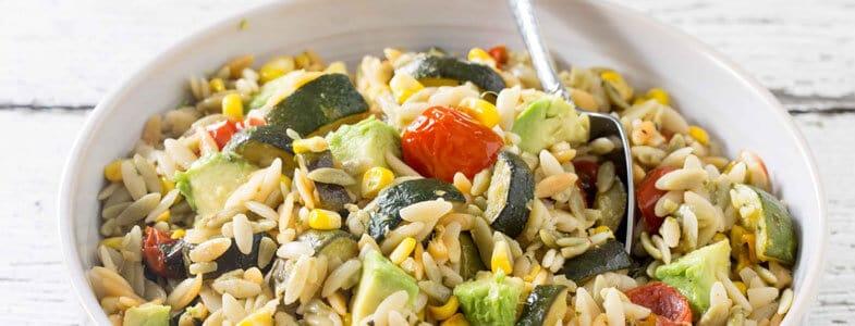 Salade d'orzo aux légumes rôtis