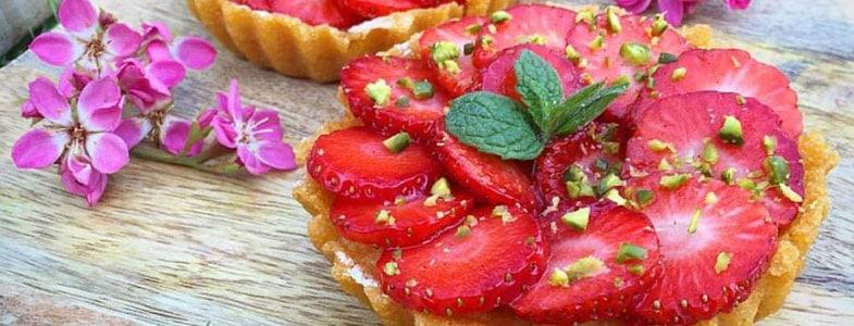 Tartelettes de polenta aux fraises et coeur d'amande