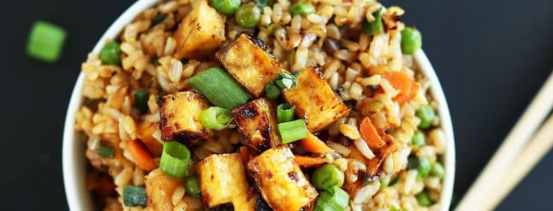 Tofu grillé, petits pois, carottes