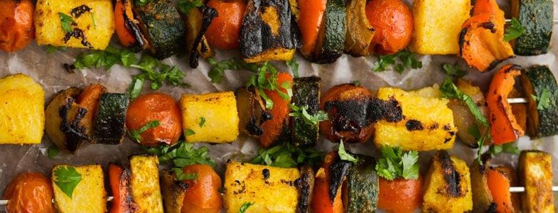 Brochettes de polenta et légumes