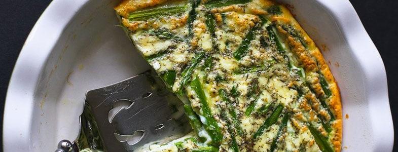 Quiche sans croûte aux asperges, épinards et feta