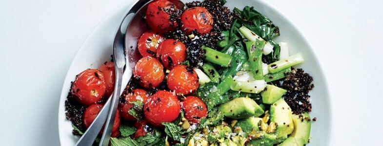 Recette végétarienne - Quinoa noir, tomates et oignons verts grillés