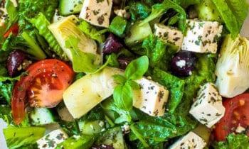 Recette végétarienne – Salade grecque au tofu