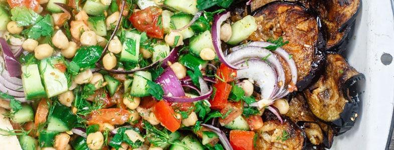 Salade méditerranéenne aux pois chiches et aubergines