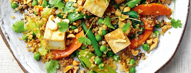 Sauté de quinoa, tofu et légumes